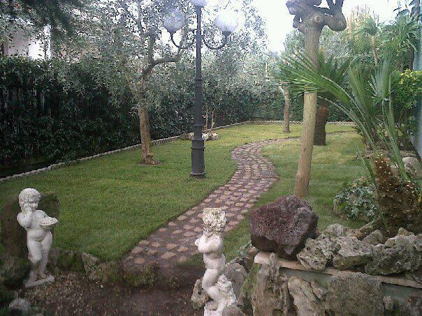 Guidonia. Centro residenziale Le Muratelle. Villa angolare.